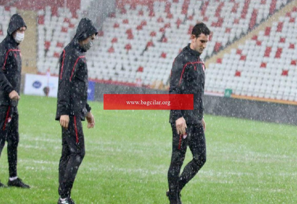 Antalyaspor – Hatayspor maçı, elverişsiz hava şartları sebebiyle ertelendi