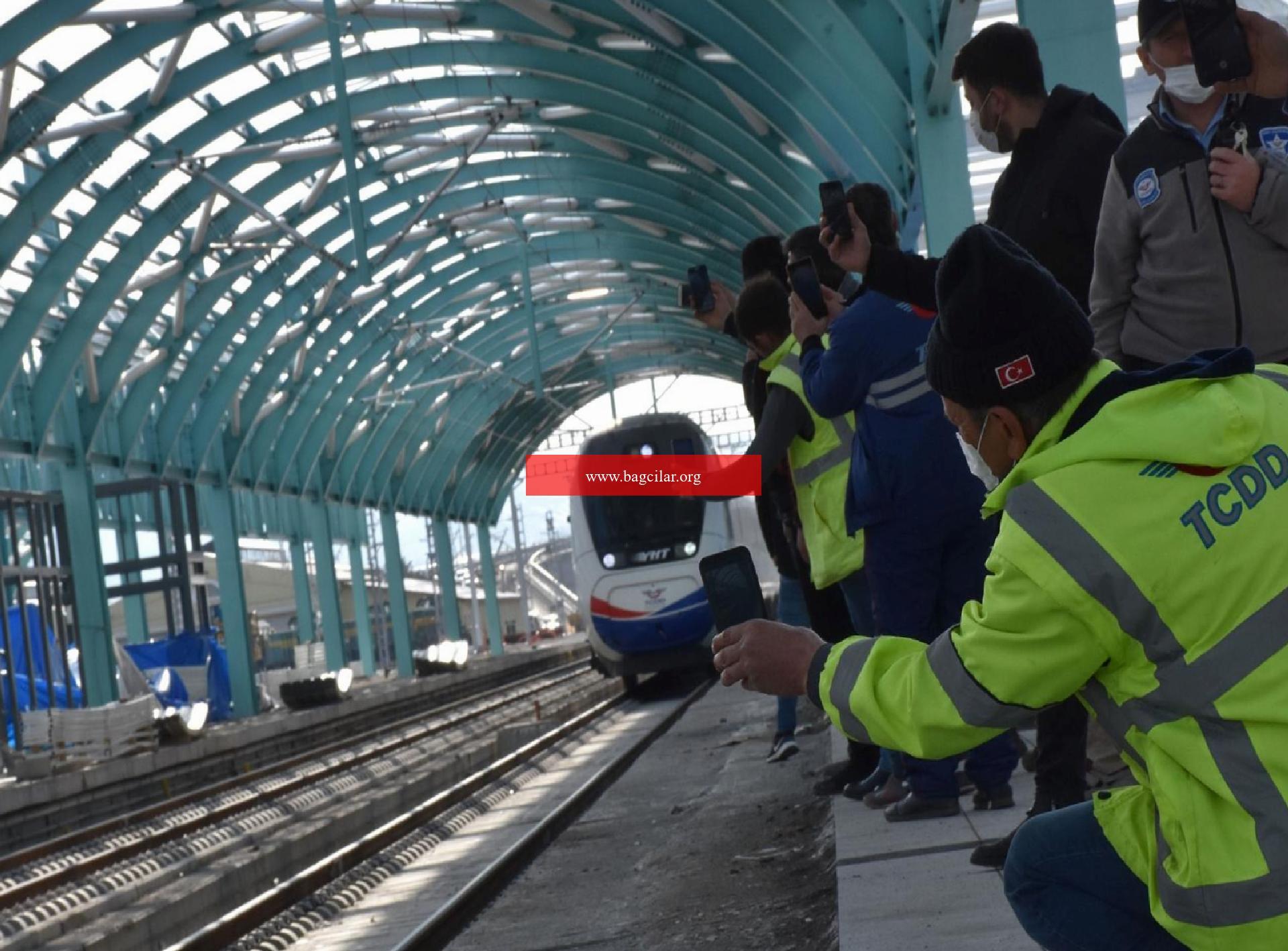 Yüksek Süratli Tren (YHT) projesinde testler devam ediyor! Birinci defa tarihi tren garına geldi