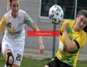 Survivor Aycan Yanaç birinci defa Bayan Futbol Ligi'nde forma giydi
