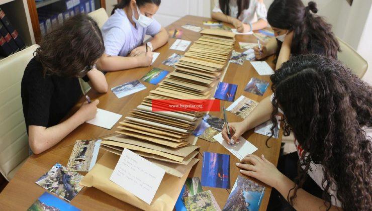 1190 çocuğa akran kartpostalı