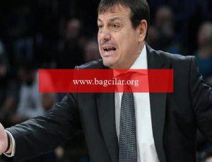 """Fenerbahçe Beko – Anadolu Efes maçında Ergin Ataman meczuba döndü! """"Ayıp denen bir şey var"""" deyip alandaki oyuncuları çıkardı…"""