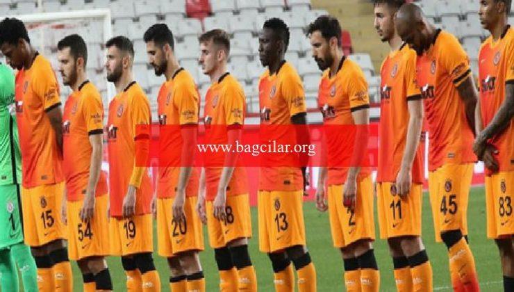 Galatasaray'da 12 futbolcu idarenin kararını bekliyor!