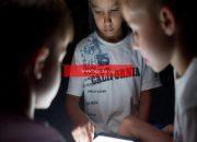 Aileler, evlatlarının izlediği medyalara kuşkuyla yaklaşıyor